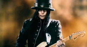 Mick mars Spinal Injury Treatment and Recovery
